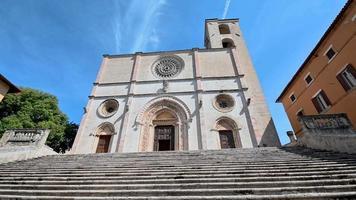 Todi iglesia de la santissima annunziata en la piazza del popolo en el centro de la ciudad. video
