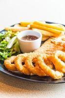 plato de mariscos fritos foto
