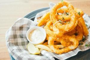 anillo de calamares fritos foto