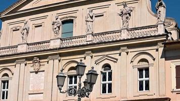 terni la particular catedral de las esculturas colocadas en la fachada video