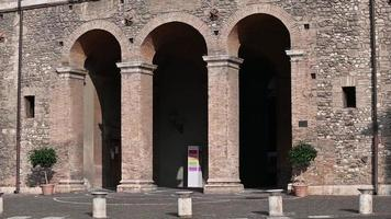 entrance of the municipality of terni a archi video