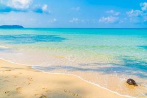 hermosa playa y mar foto