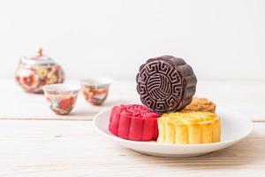 pastel de luna chino sabor chocolate oscuro para el festival del medio otoño foto