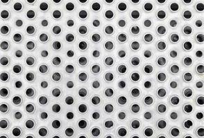 placa de metal con agujeros foto