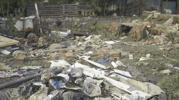 lixo que não é cuidado na área ambiental video