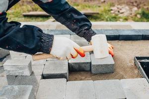 Bonding granite tiles to concrete subfloors outside the house - porch and patio cladding photo