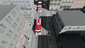 un convoi de camions de pompiers et de voitures de police dans la grande ville avec effet de basculement video