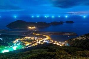 vista aérea, de, matsu, isla, por la noche, taiwán foto