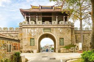 puerta norte de la antigua ciudad de kinmen en taiwán foto