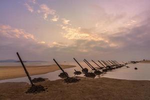 picos anti-aterrizaje en la playa de kinmen, taiwán foto