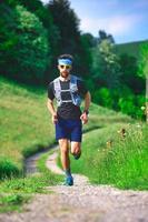entrenamiento en colina de un corredor de larga distancia foto