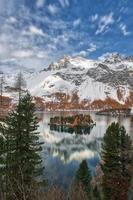 Paisaje de montaña en el valle de la Engadina, cerca de Sankt Moritz, Suiza foto