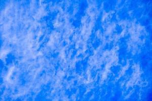 hermoso fondo de cielo azul claro profundo foto