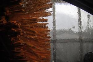 máquina de lavado de coches con rodillos foto