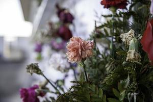 flores en el cementerio foto