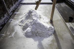Sal en la producción de solución salina, Navarra, España foto