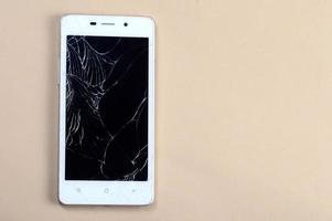 teléfono inteligente con pantalla rota foto