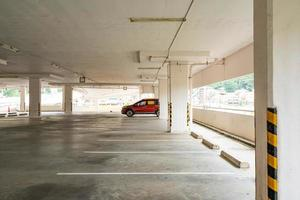 estacionamiento interior o garaje foto