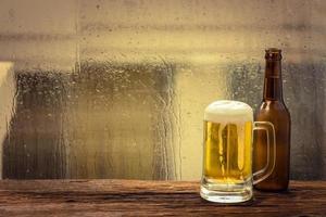 cerveza con botella foto