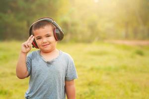 retrato de niños asiáticos al aire libre foto