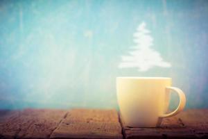 taza de café con navidad al vapor foto