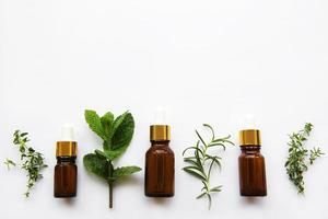 aceite aromático con hierbas foto