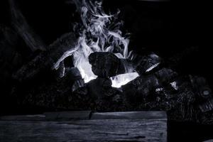 hoguera en la noche foto