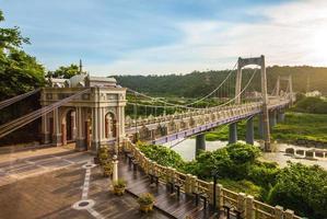 Puente colgante daxi en taoyuan, taiwán foto
