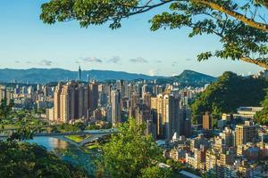 Horizonte del distrito xindian de la ciudad de New Taipei, Taiwán foto
