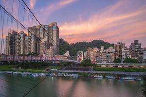 Paisaje urbano de Bitan en el distrito de Hsintien, Nueva Ciudad de Taipei, Taiwán foto