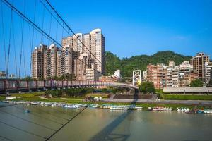 Paisaje urbano de Bitan en la ciudad de New Taipei, Taiwán foto