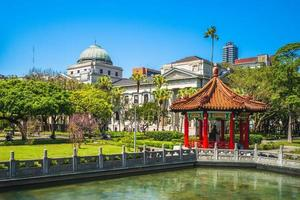 paisaje del parque de la paz 228 en taipei, taiwán foto
