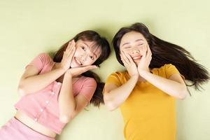 retrato, de, dos, hermoso, niñas asiáticas foto
