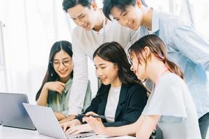 empresarios asiáticos están discutiendo los planes del próximo año foto