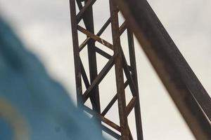 pilar de hierro oxidado foto