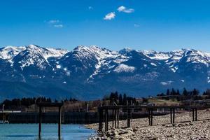 a lo largo de las orillas del lago Flathead. polson, montana, estados unidos foto