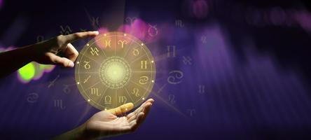 signo del zodíaco, rueda de la fortuna, holograma, con, mandala, dentro foto