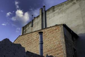 salida de humos de chimenea industrial foto