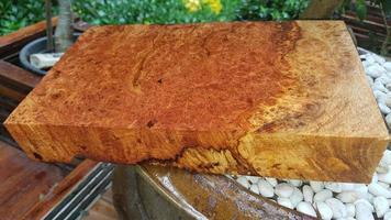 madera naturaleza afzelia burl madera rayada foto