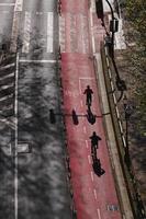Ciclista en la pista de bicicletas en la ciudad de Bilbao España foto