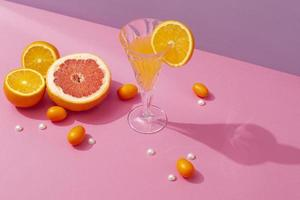 las deliciosas bebidas de verano de alto ángulo. foto