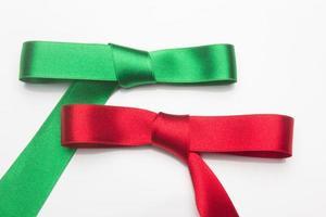 lazos para decorar cajas llenas de regalos foto