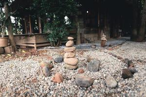 tratamiento alternativo natural de apilamiento de rocas foto