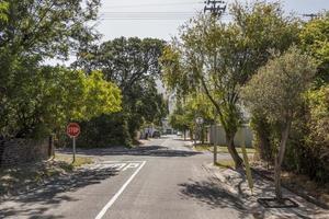 calle en la ciudad de claremont, ciudad del cabo, sudáfrica. foto
