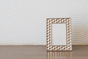 Decoración de marco de imagen vacía en la pared blanca con espacio de copia foto