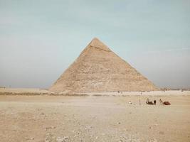 una vista de la gran pirámide en giza, egipto foto