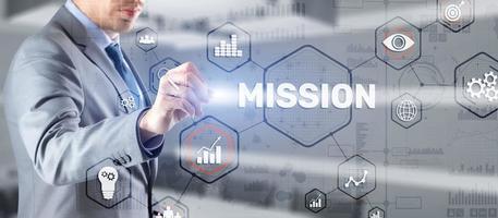 concepto de misión. concepto de gráfico de éxito financiero en pantalla virtual. conocimiento de los negocios. foto