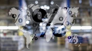 ventas globales cyber mondey. icono de porcentaje en el mapa mundial. foto