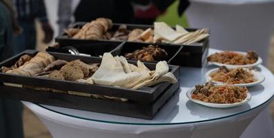 pilaf listo y servido. plato nacional de cocina oriental. foto
