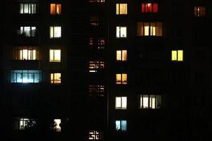 Ventanas por la noche. edificio de casas, luces, seamless, plano de fondo foto
